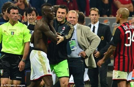 3453_balotelli_napoli_red_card.jpg (37.64 Kb)